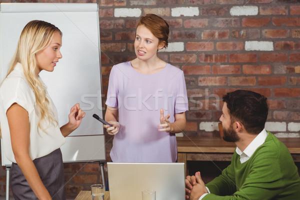 Gens d'affaires discussion présentation Creative bureau femme Photo stock © wavebreak_media