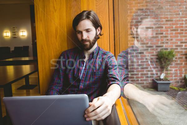 öğrenci dizüstü bilgisayar kullanıyorsanız kantin üniversite adam Stok fotoğraf © wavebreak_media
