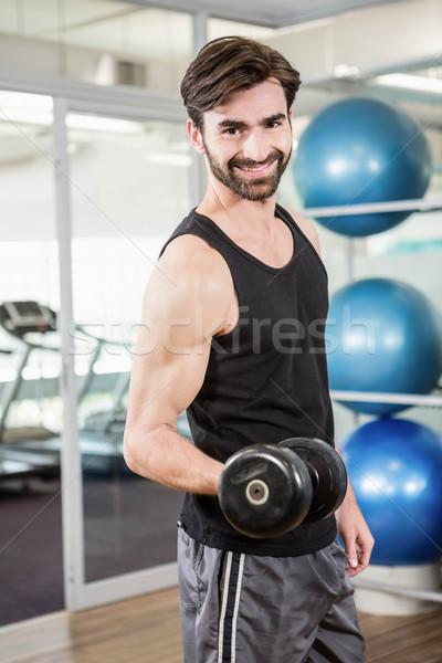 Concentrado hombre pesas estudio fitness Foto stock © wavebreak_media