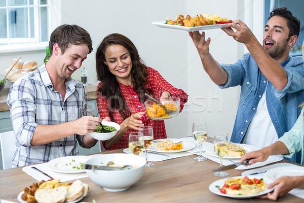 Gelukkig vrienden lunch eettafel vrouw voedsel Stockfoto © wavebreak_media
