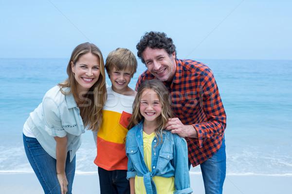Mutlu ebeveyn ayakta çocuklar kıyı portre Stok fotoğraf © wavebreak_media