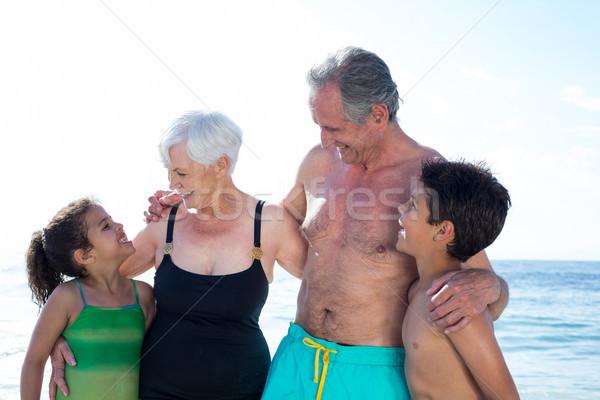 Gelukkig kleinkinderen grootouders permanente strand zee Stockfoto © wavebreak_media