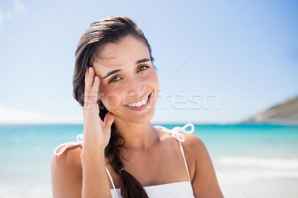 Retrato mujer sonriente playa agua feliz Foto stock © wavebreak_media