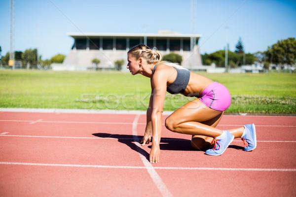 Kobiet sportowiec gotowy uruchomić uruchomiony utwór Zdjęcia stock © wavebreak_media