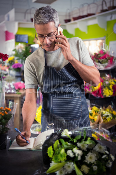 Masculino florista ordem telefone móvel Foto stock © wavebreak_media