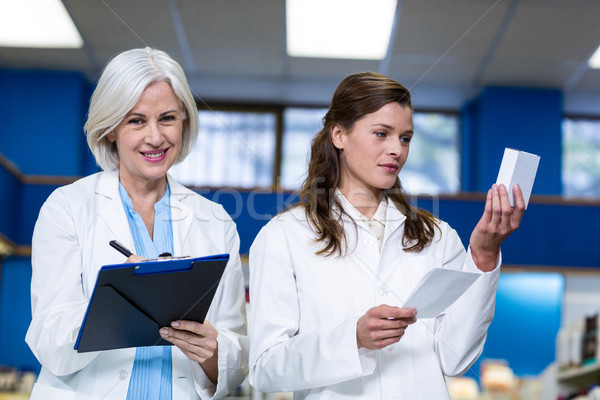 écrit pharmacie affaires femme heureux Photo stock © wavebreak_media