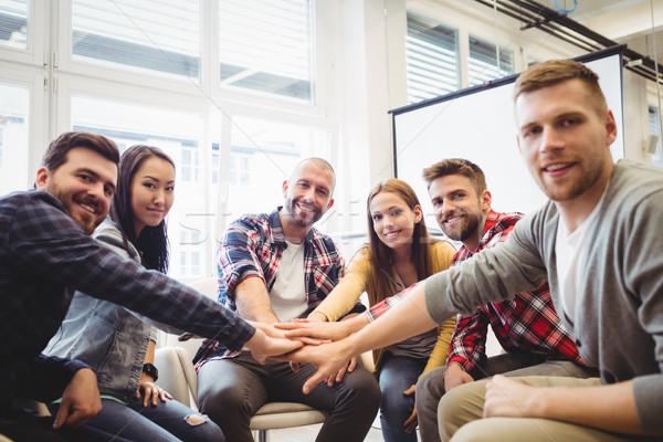 портрет улыбаясь Creative деловые люди рук конференц-зал Сток-фото © wavebreak_media