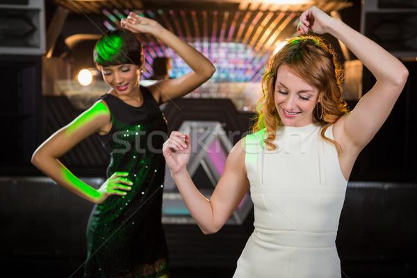 Gülen kadın arkadaşlar dans bar Stok fotoğraf © wavebreak_media