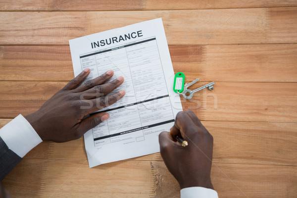 Kezek férfi aláírás biztosítás irat közelkép Stock fotó © wavebreak_media