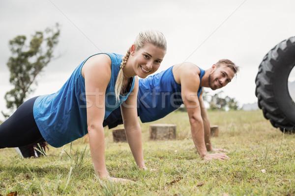 Fitt emberek előad testmozgás férfi fitnessz Stock fotó © wavebreak_media