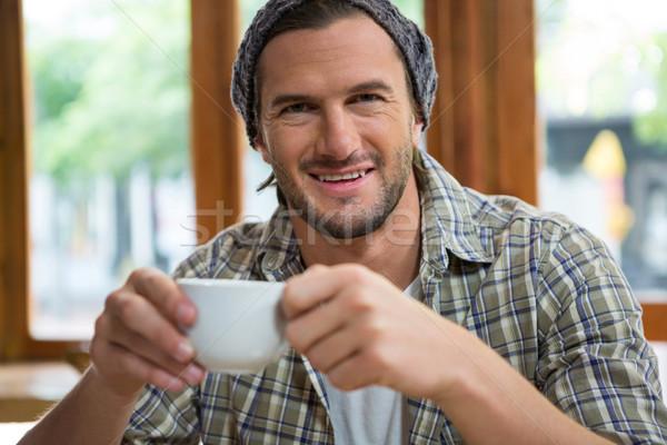 Portrait souriant homme tasse de café cafétéria Photo stock © wavebreak_media