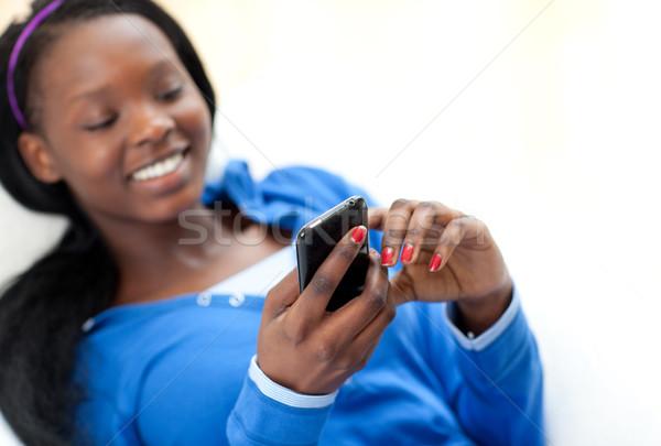 かわいい 女性 送信 文字 ソファ リビング ストックフォト © wavebreak_media