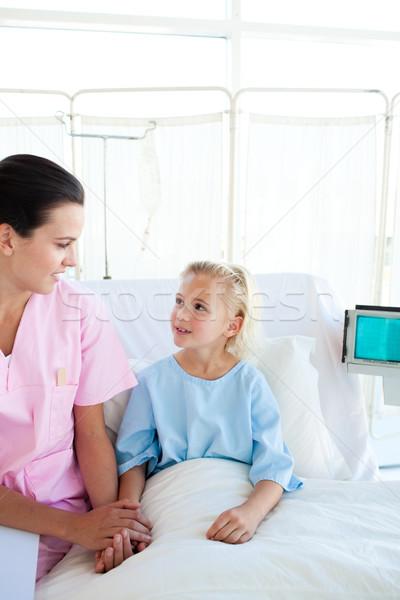 Nővér néz kislány kórház iroda boldog Stock fotó © wavebreak_media
