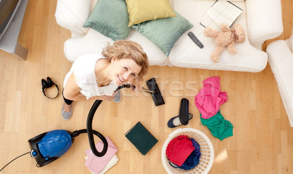 Glimlachend blond vrouw woonkamer glimlach Stockfoto © wavebreak_media