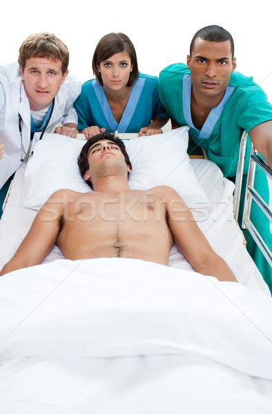 Emergencia escena médicos equipo paciente hospital Foto stock © wavebreak_media