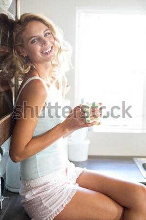 Mosolygó nő tart mérleg fürdőszoba otthon nő Stock fotó © wavebreak_media