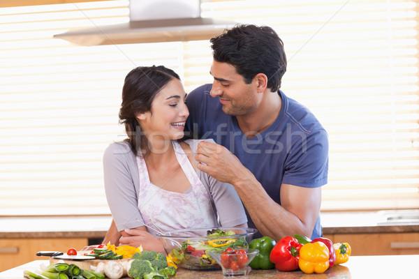 Homme petite amie cuisine amour heureux Photo stock © wavebreak_media