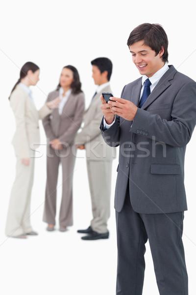 Glimlachend verkoper mobiele telefoon team achter Stockfoto © wavebreak_media