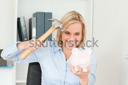 Sérieux femme tirelire marteau blanche costume Photo stock © wavebreak_media