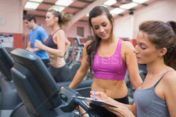 Weiblichen Fitnessstudio Ausbilder lächelnde Frau Laufband glücklich Stock foto © wavebreak_media