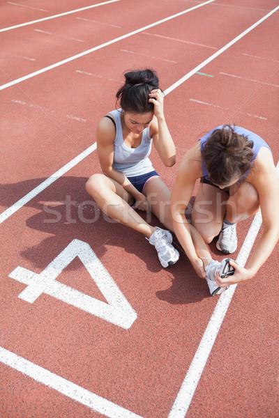 Nő gondoskodó futó sportsérülés fut útvonal Stock fotó © wavebreak_media