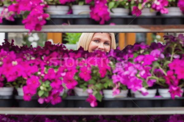 Gülümseyen raflar bahçe kadın doğa Stok fotoğraf © wavebreak_media
