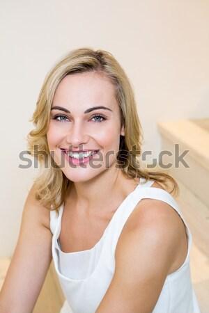 Foto d'archivio: Ritratto · donna · sorridente · seduta · letto · sorridere
