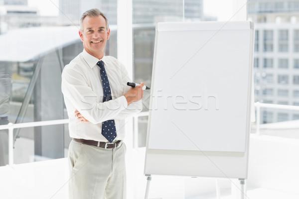 Gülen işadamı ayakta işaretleyici ofis Stok fotoğraf © wavebreak_media