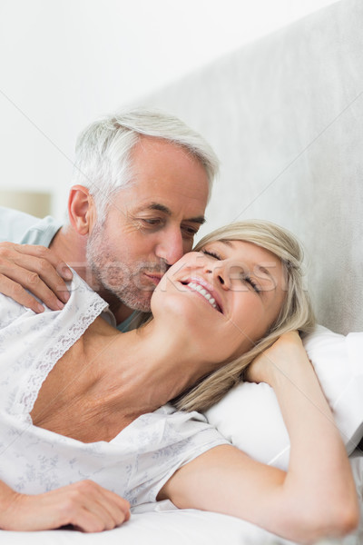 Homme mûr baiser joue lit maison Photo stock © wavebreak_media