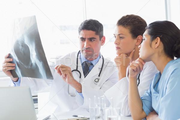 Mężczyzna lekarz xray koledzy szpitala zespołu Zdjęcia stock © wavebreak_media