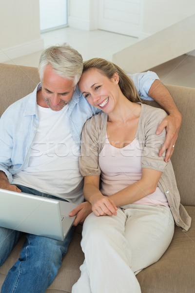 счастливым пару используя ноутбук вместе диване домой Сток-фото © wavebreak_media