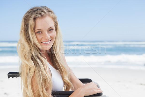 Сток-фото: коляске · блондинка · улыбаясь · камеры · пляж