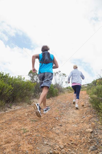 Fitt vonzó pár jogging felfelé hegy Stock fotó © wavebreak_media