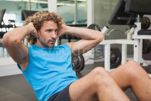 красивый мужчина брюшной спортзал вид сбоку красивый молодым человеком Сток-фото © wavebreak_media