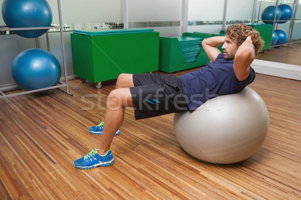 Homme abdominale fitness balle gymnase vue de côté Photo stock © wavebreak_media
