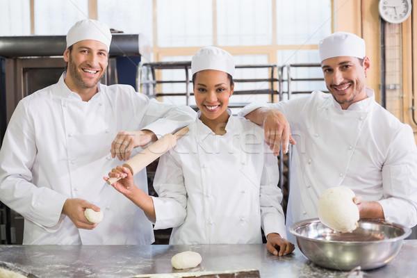 Equipe sorridente câmera cozinha padaria negócio Foto stock © wavebreak_media