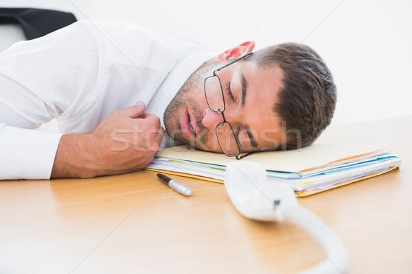 Kimerült üzletember alszik asztal iroda férfi Stock fotó © wavebreak_media