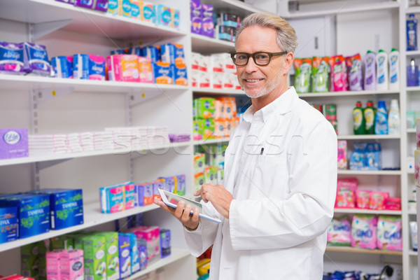 Supérieurs pharmacien homme médicaux verres Photo stock © wavebreak_media