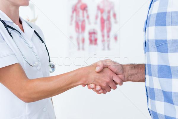 Beteg kézfogás orvos orvosi iroda férfi Stock fotó © wavebreak_media