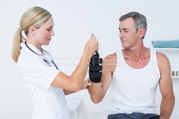 Médico homem pulso médico escritório Foto stock © wavebreak_media