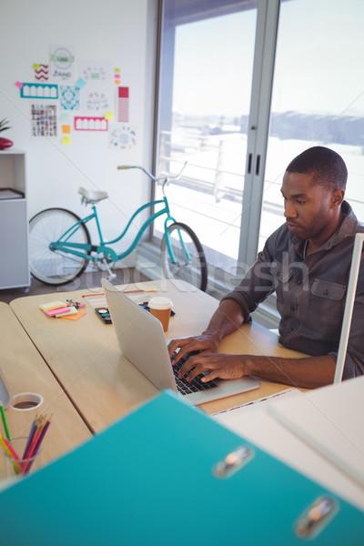бизнесмен используя ноутбук столе служба молодые ноутбука Сток-фото © wavebreak_media