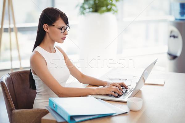 Attentif exécutif utilisant un ordinateur portable bureau bureau ordinateur Photo stock © wavebreak_media