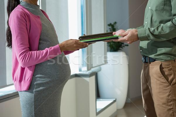 Hamile kadın dosya iş arkadaşı ofis adam Stok fotoğraf © wavebreak_media