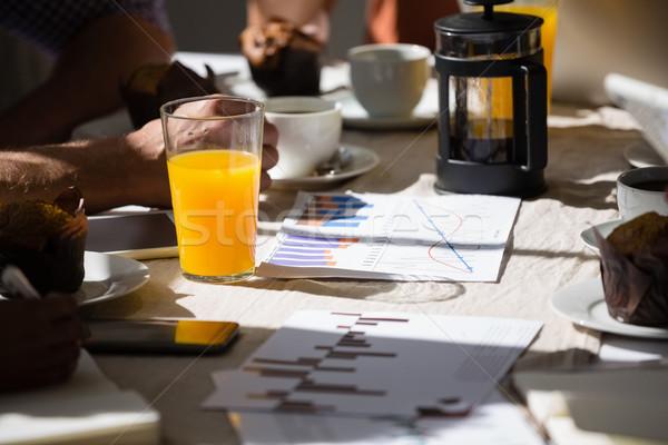 Sok pomarańczowy szkła tabeli Kafejka wykresy komputera Zdjęcia stock © wavebreak_media