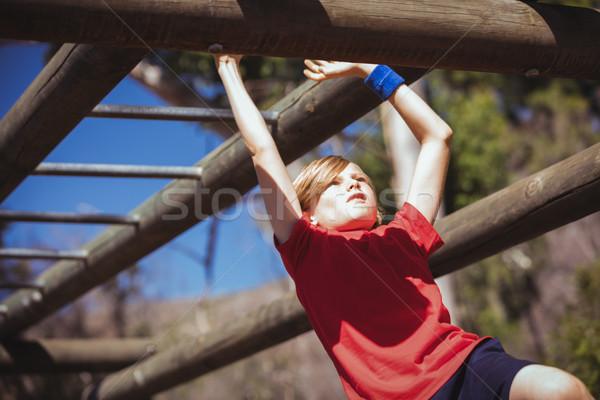 Meisje klimmen aap bars opleiding Stockfoto © wavebreak_media