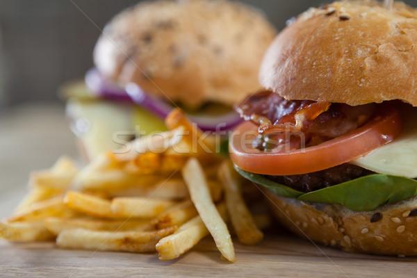 Hamburger sültkrumpli fa asztal közelkép étel asztal Stock fotó © wavebreak_media