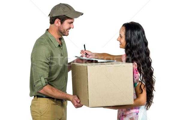 Nő aláírás csomag házhozszállítás mosolyog postás Stock fotó © wavebreak_media