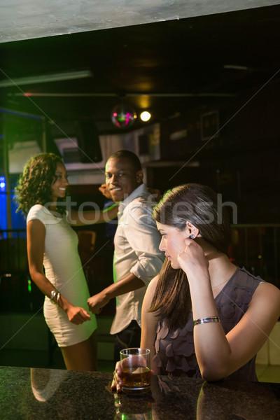 Ongelukkig vrouw naar paar dansen achter Stockfoto © wavebreak_media