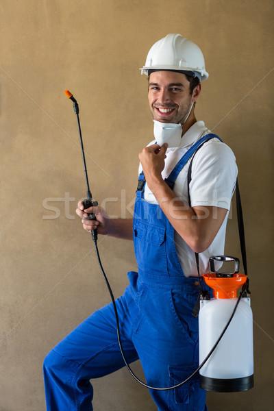 Portré boldog utasítás munkás áll fal Stock fotó © wavebreak_media