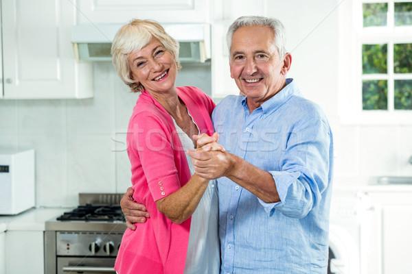 Stockfoto: Portret · gelukkig · dansen · keuken · liefde